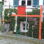 A. Boeminghaus, den Anfang machen, 2014,  Materialcollage auf Drahtgeflecht, 300 x 200 cm